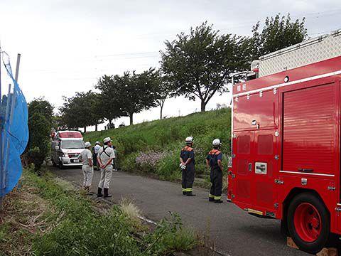 こんな狭いところに、消防車と救急車